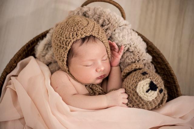 noworodek i zwierzę